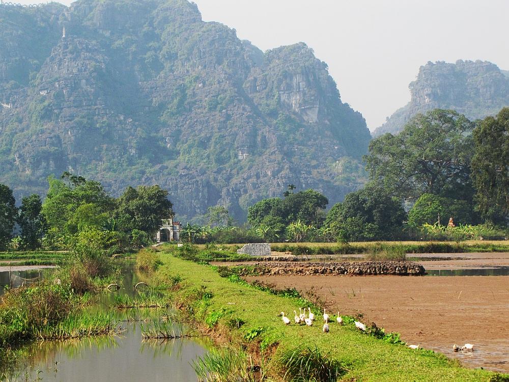 fietstocht langs de karstbergen van Ninh Binh