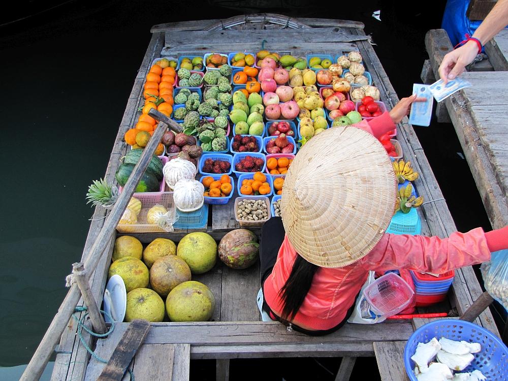 fruitverkoper Halong Bay