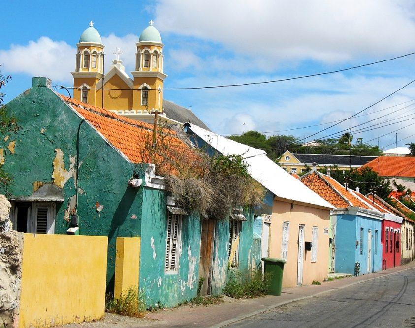 kleurrijke huizen Otrobanda Willemstad Curacao