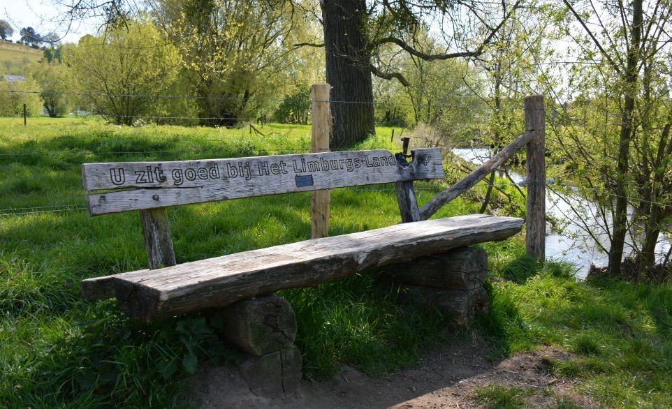 Limburgs wandelbankje