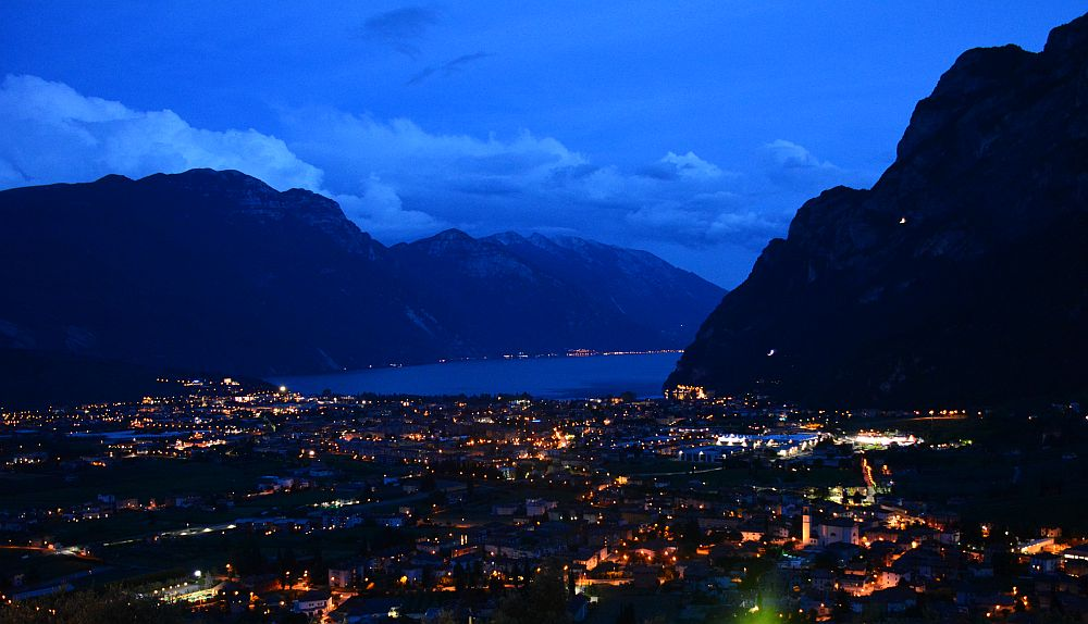 Garda Lake by night