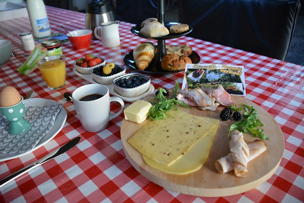ontbijt B&B Noordermeer landelijk verblijf
