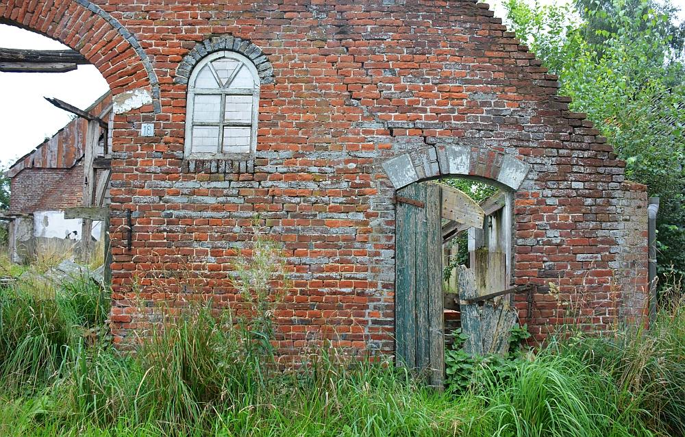 oude vervallen boerderij