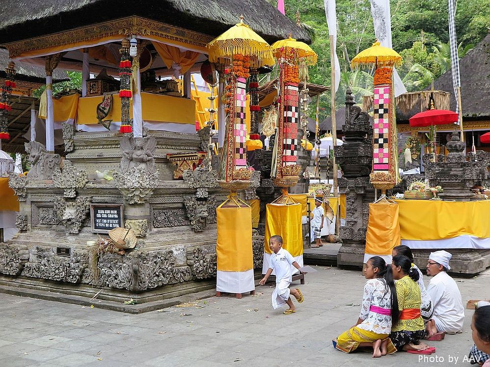 ceremonie in tempel op Bali