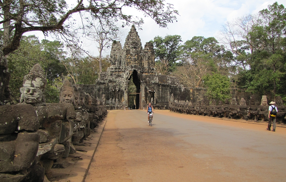 Gate to Angkor temples