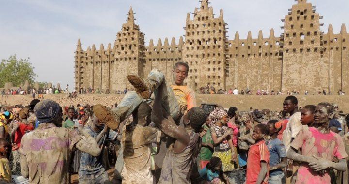 Djenne plastering crepissage 2016 Mali