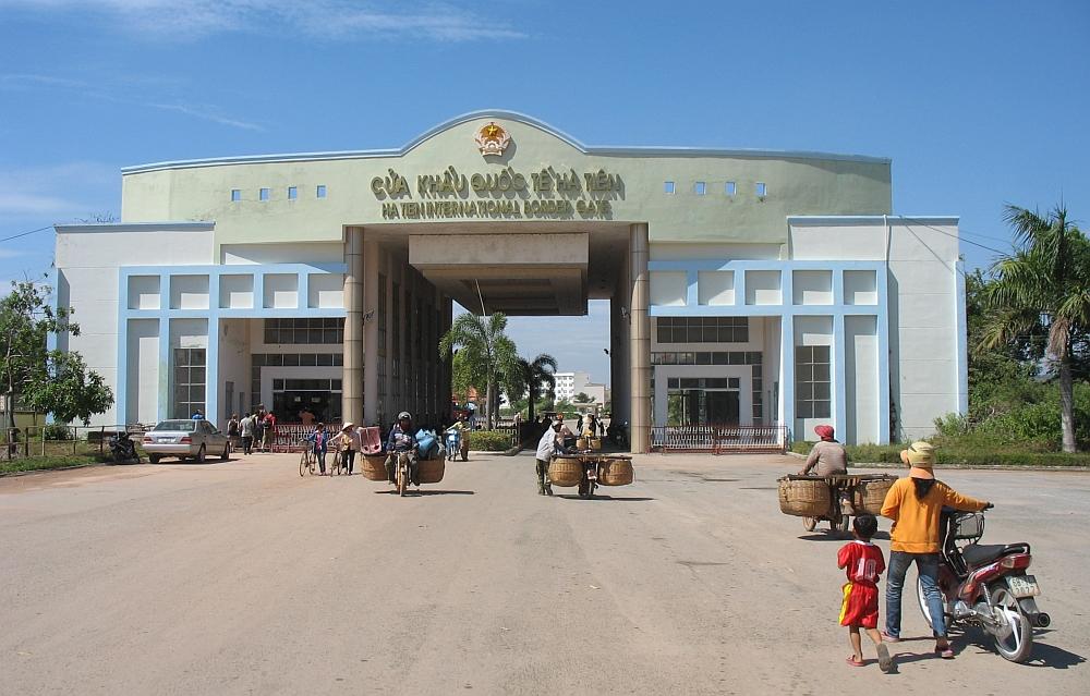 grensovergang  Vietnam Cambodja,route door Cam