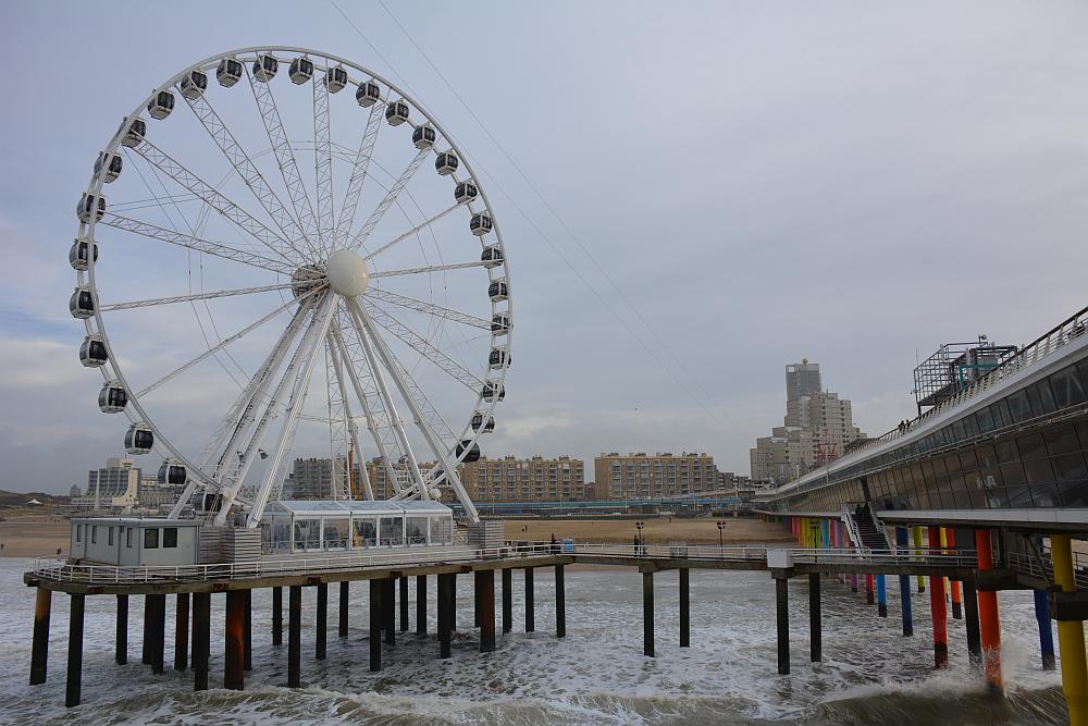 het strand en de pier van Scheveningen