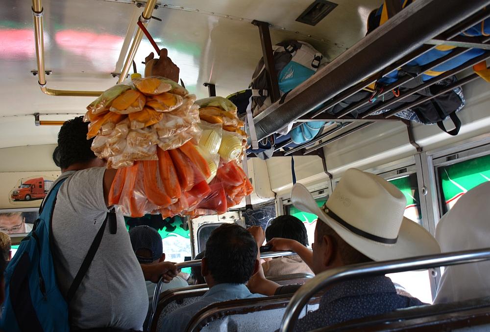 chickenbus van Quetzaltenango naar Huehuetenango