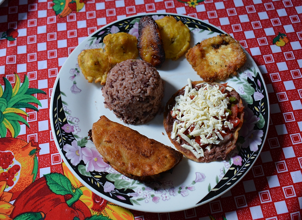 Gallo pinto, platanen. Local dish Nicaragua