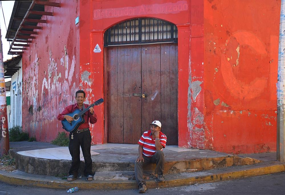 portretten Nicaragua, Léon straatmuzikant
