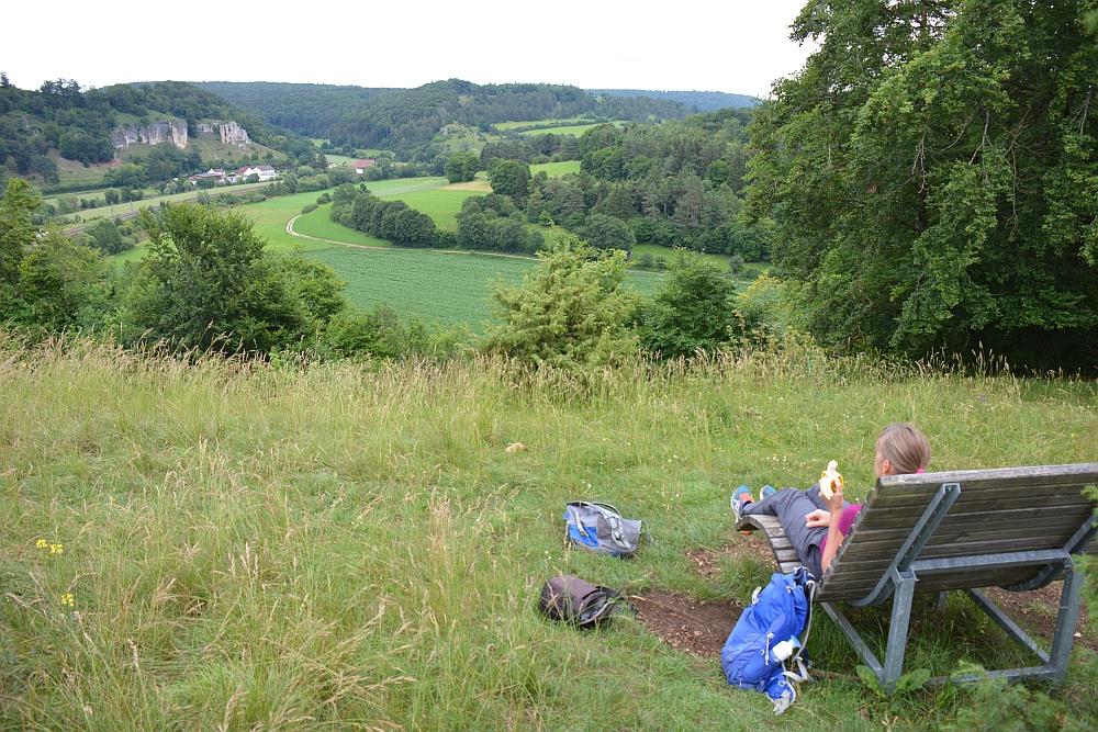 Altmühltal Panoramaweg bank met uitzicht