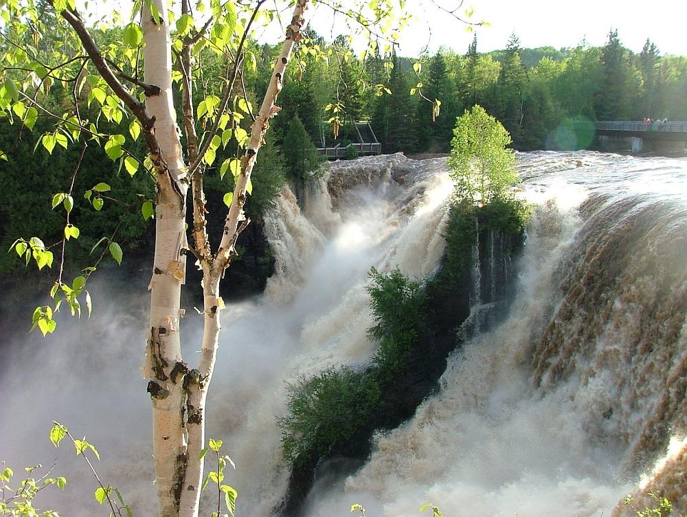 Kakabeka Falls in de zomer
