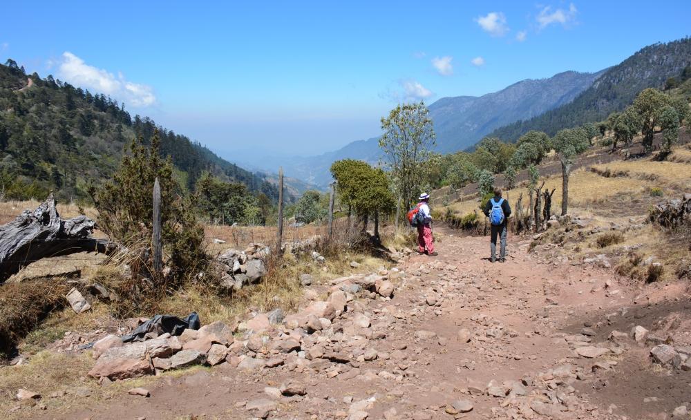 Van het gebaande pad in Guatemala Todos Santos Cuchumatán hike El Torro