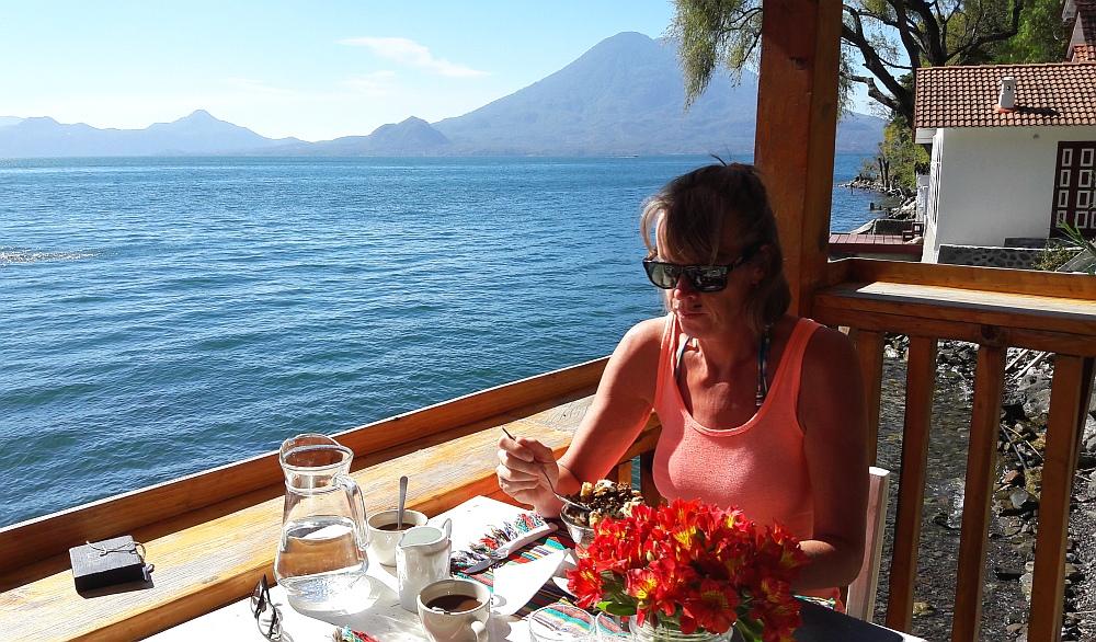 meer van Atitlan ontbijt Isla Verde Hotel