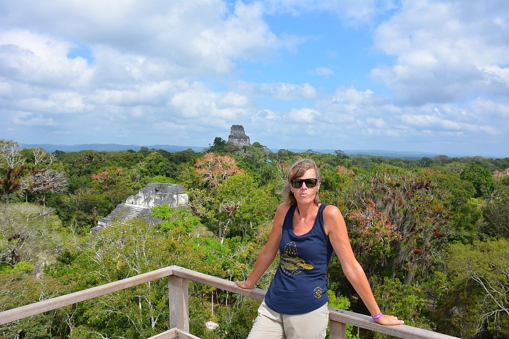 tempels van Tikal uitzicht op tempel 4