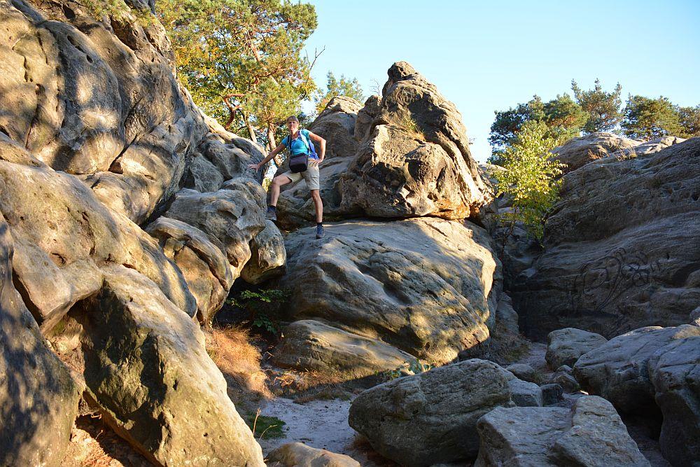 Hermannsweg klimmen op de Dörenther Klippen in het Teutoburger Wald