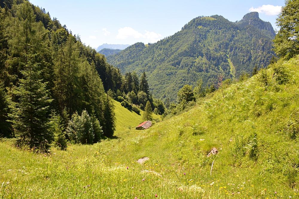 Smokkelaarsroute in de Beierse Alpen alpenweide uitzicht op de Geigelstein