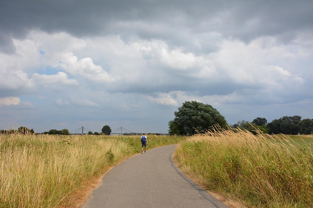 Walk of Wisdom van Hernen naar Winssen, onweer op komst langs de Waal