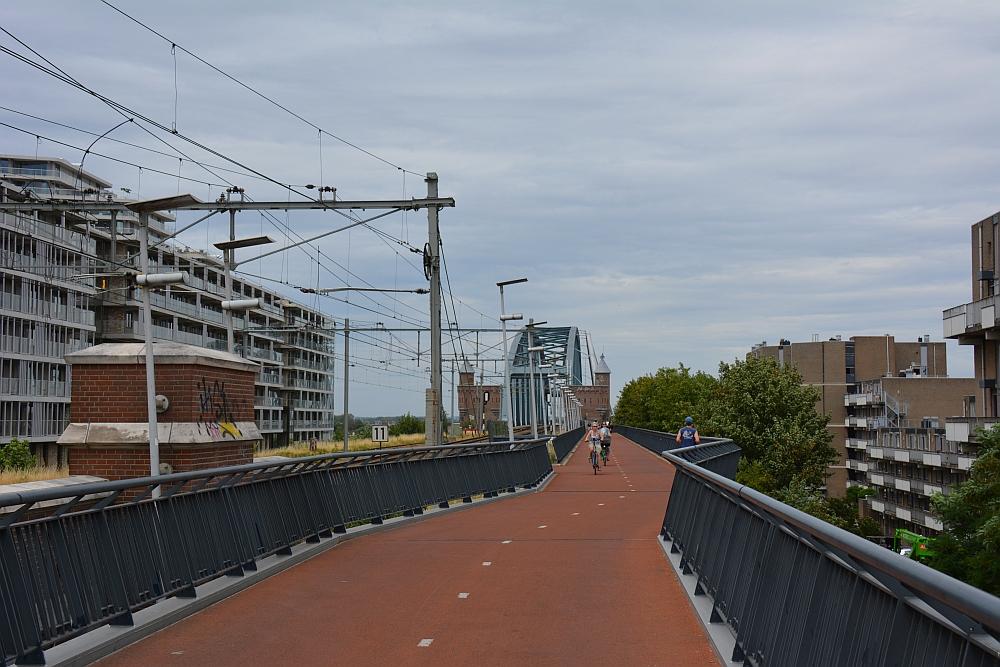 Walk of Wisdom van Winssen naar Nijmegen brug over de Waal