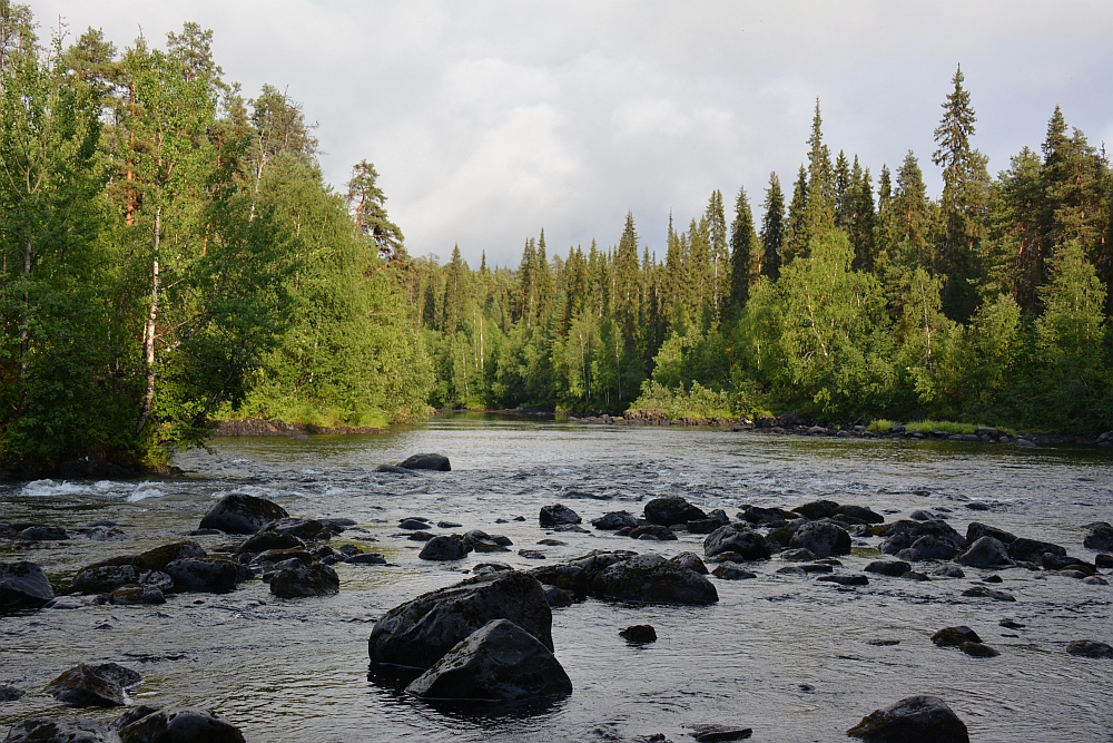 Wandelen in Lapland Nationaal Park Oulanka Hidden Hurmos Trail rivier