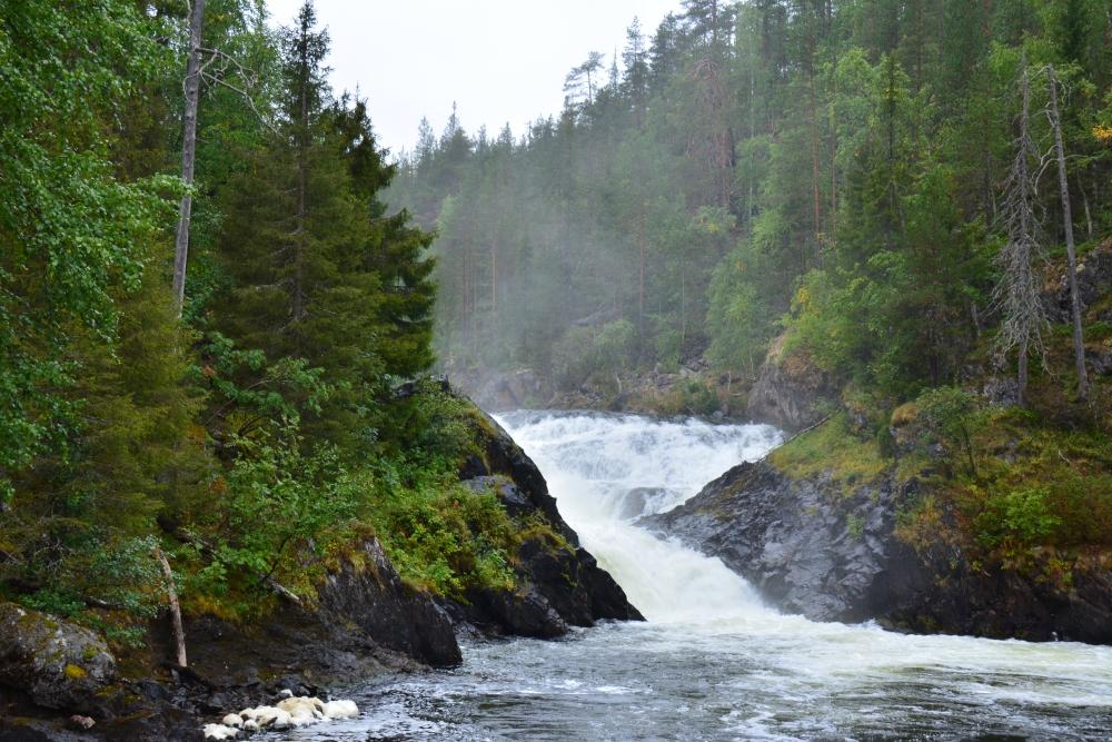 Wandelen in Finland Nationaal Park Oulanka de Jyrävä-waterval