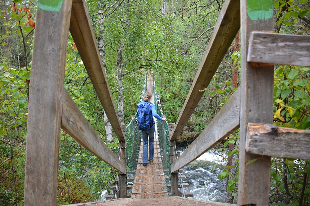 Wandelen in Lapland Nationaal Park Oulanka hangbrug