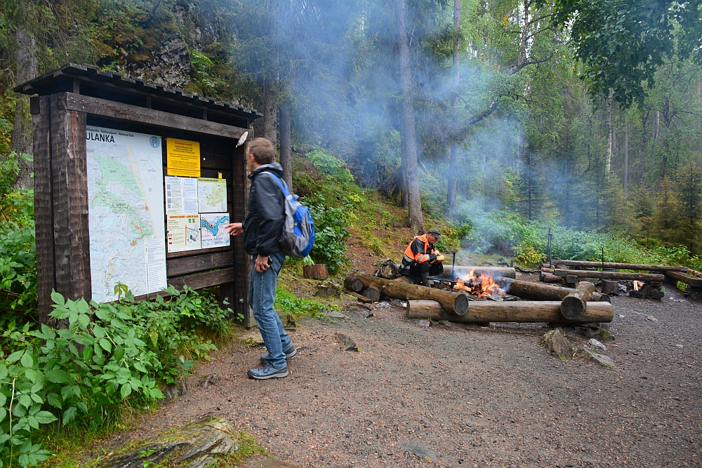 Wandelen in Finland Nationaal Park Oulanka kampvuur