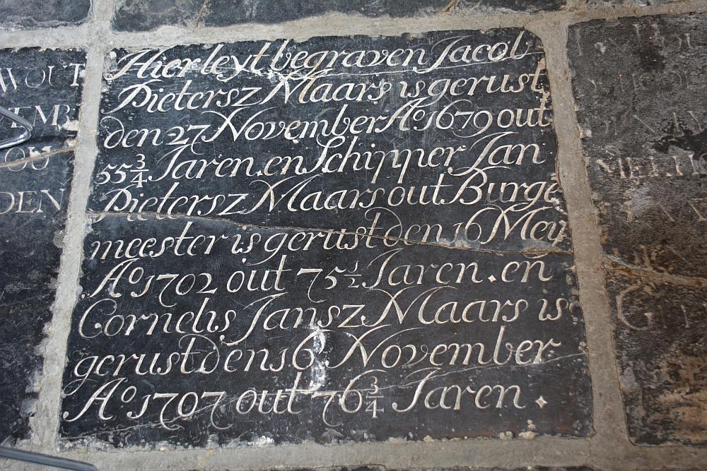 Prachtige graftegels in de kerk van Twisk