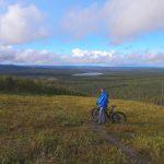 elektrische mountainbike uitzicht vanaf de skipiste in Salla