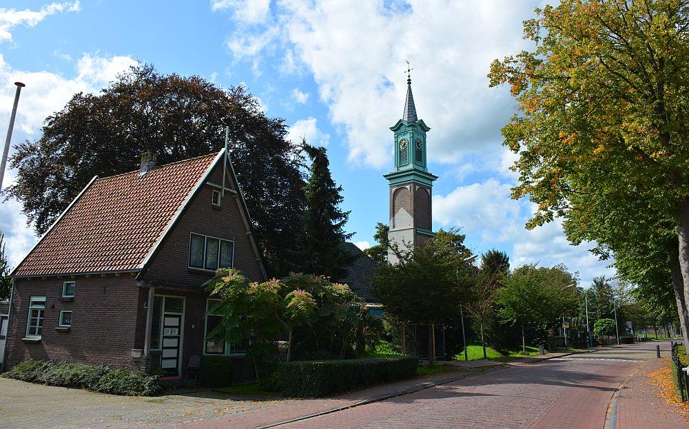 fietsen bij Medemblik kerkje Oostwoud