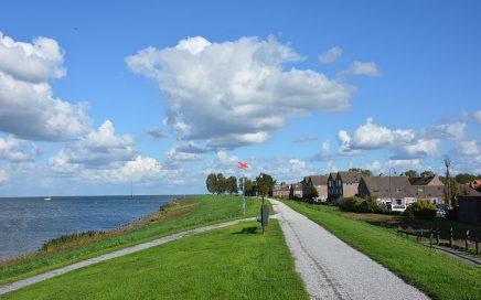 fietsen bij Medemblik uitzicht op IJsselmeer