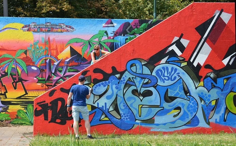 streetart in Eindhoven artiest in actie Berenkuil 2018