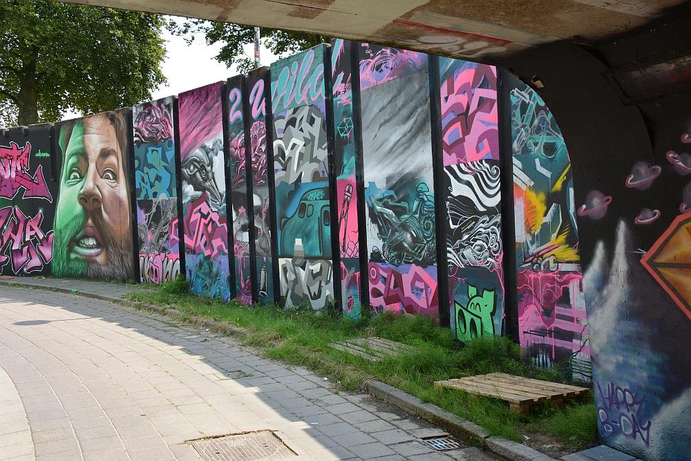 streetart in Eindhoven kijk door tunnel Berenkuil