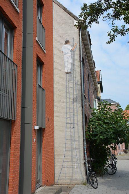 streetart in Eindhoven man op ladder