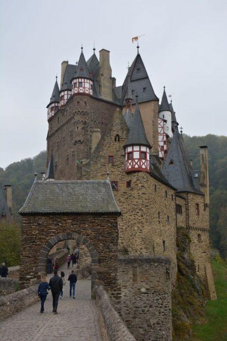 Burg Eltz in de mist