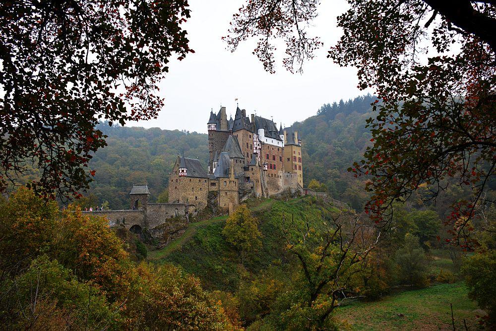 Burg Eltz vanaf de Eltzer Burgpanorama