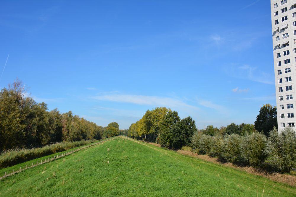 Maas en Vestingroute IJsselmonde aan de rand van de stad