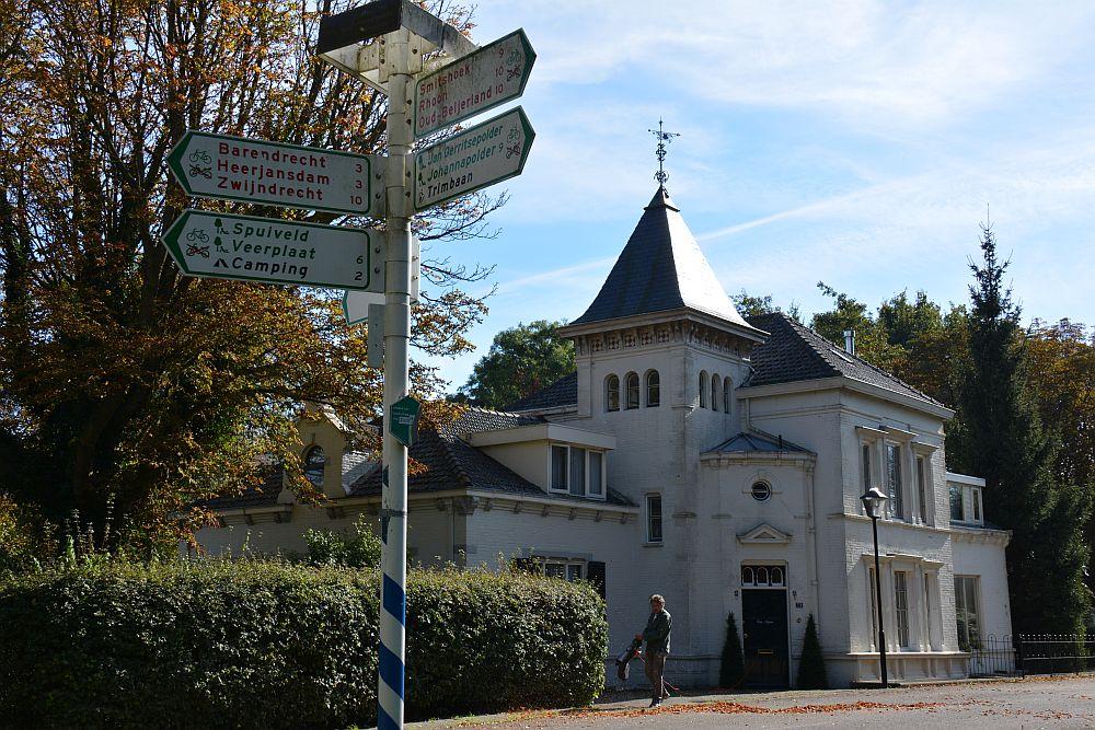 Maas en Vestingroute IJsselmonde kasteel en woonhuis