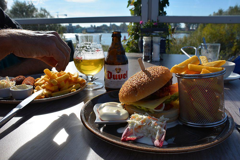 Maas en Vestingroute IJsselmonde lunch bij Hotel Ara