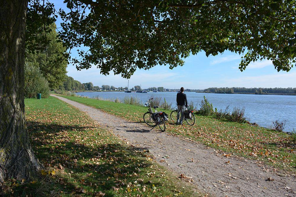 Maas en Vestingroute IJsselmonde uitzicht op de