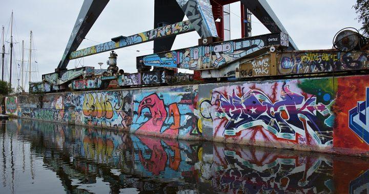 Street Art en graffiti in Amsterdam NSDM Werf oude kranen
