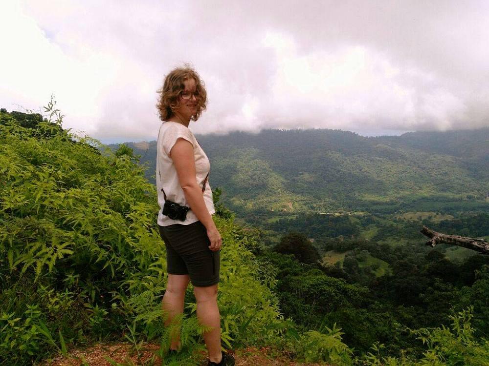 Anouk over Pura Vida in Costa Rica, uitzicht over Dos Bocas