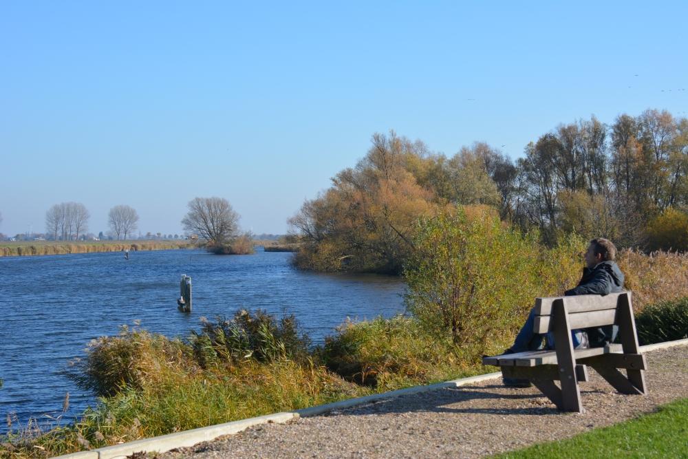 Zuiderwaterlinie wandelpad uitkijkje over het Steenbergse Vliet