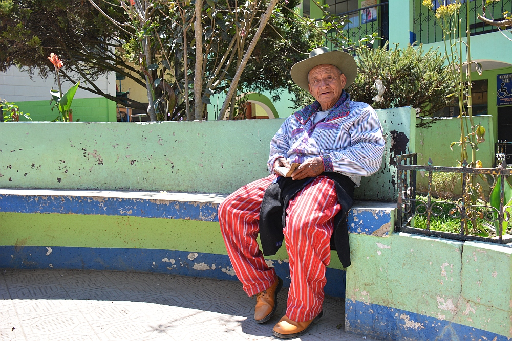 portraits of the world Guatemalaman in klederdracht in Todos Santos