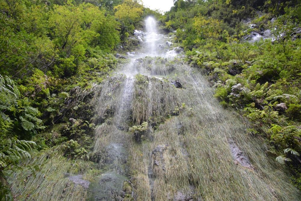 wandelen op Madeira waterval langs Levada do rei