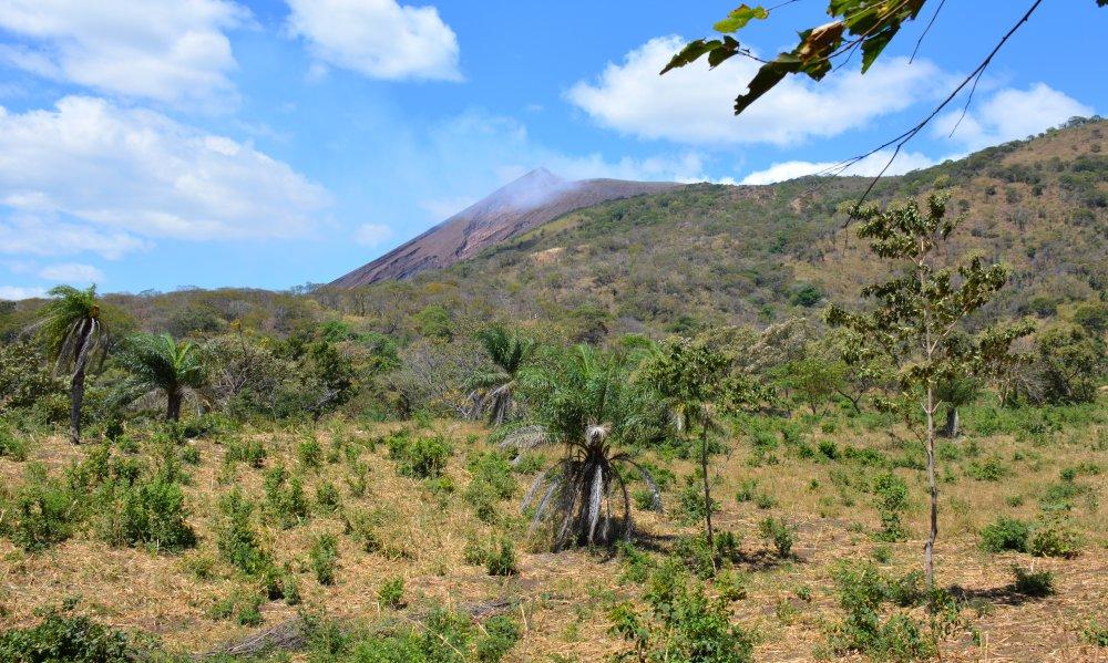 eerste uitzicht op de krater van de Telica vulkaan Nicaragua