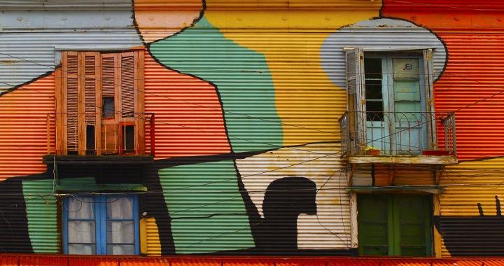 kleurrijke gevel in Buenos Aires