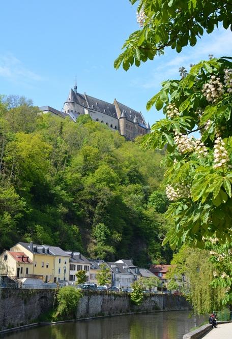 uitzicht kasteel Vianden vanaf de stad