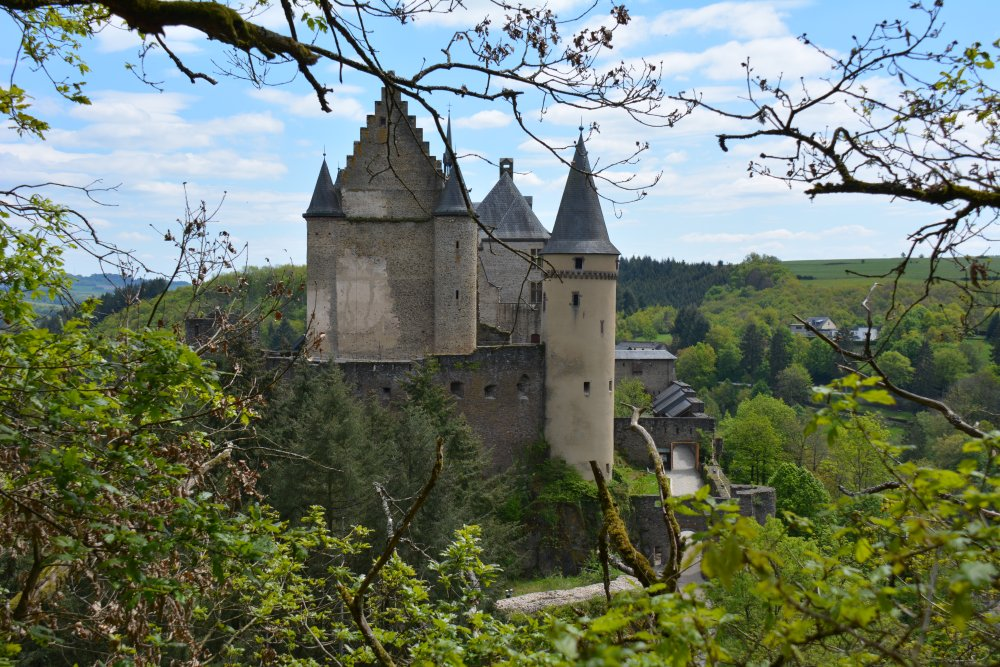 wandelvakantie in het voorjaar Eifel kasteel Vianden